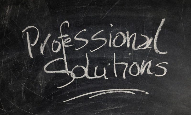 黒板に書かれたプロフェッショナルの文字