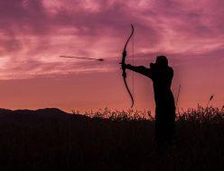 矢を放つ人